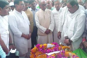 Tributes paid to veteran MP Cong leader