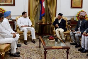 Manmohan Singh, Rahul Gandhi meet Nepal PM Oli