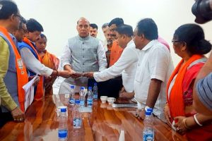 BJP delegation meets Venkaiah, Rajnath over Bengal pre-poll violence