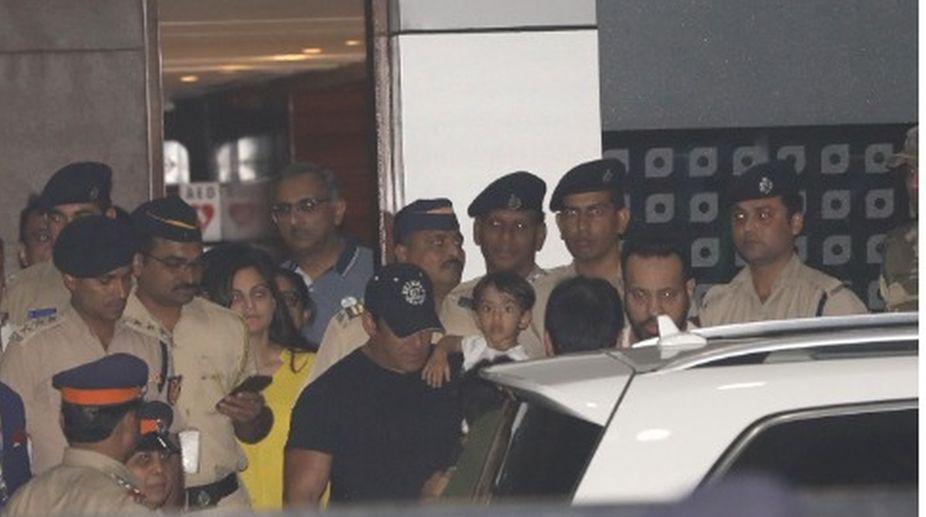 Salman Khan, Walk out, Jail, Bail bond, Jodhpur court, Blackbuck poaching case, Salman Khan mumbai, Salman Khan news, Salman Khan updates