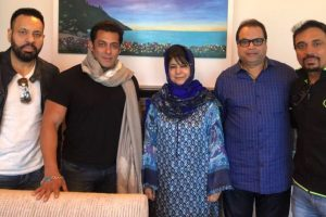 Salman Khan meets CM Mehbooba Mufti in Kashmir