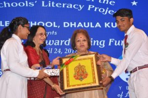 Salma Ansari calls for infusion of passion and spirit in teaching at DSLP award ceremony