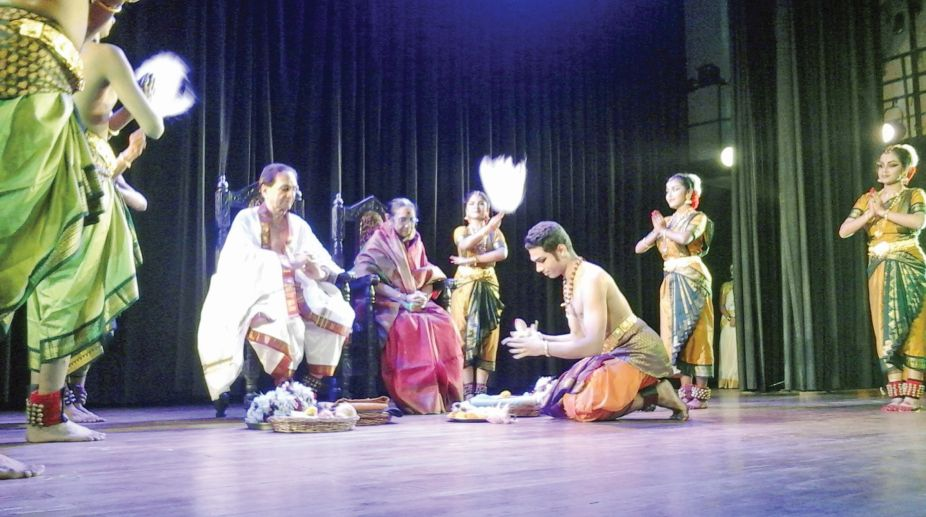Samrat Dutta paying his obeisance to his guru