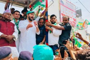 Tejashwi Yadav joins Bharat Bandh protests in support of Dalits