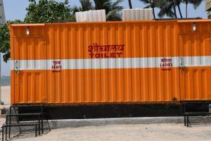 Aaditya Thackeray, Akshay Kumar gift toilet to BMC