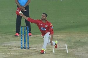 IPL 2018: Manoj Tiwary does a Kedar Jadhav, Twitterati explode with laughter