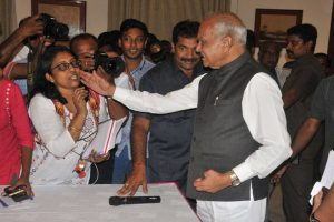 After patting woman journalist's cheek, TN governor apologises