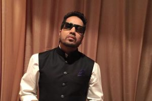 Singer Mika Singh robbed of Rs 300,000 cash, jewels