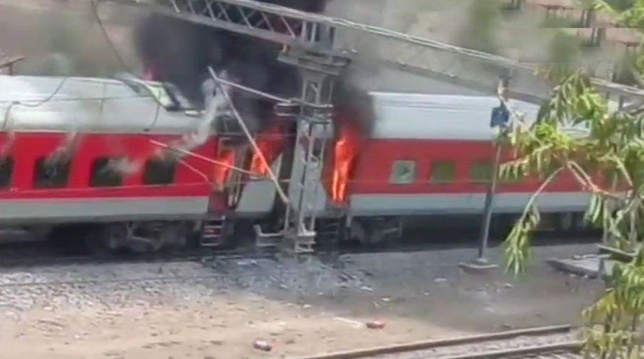 Andhra Pradesh Express, Coach fire, New Delhi, Railway Ministry