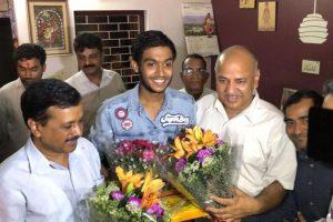 Arvind Kejriwal, Manish Sisodia meet Delhi's CBSE Class 12 toppers