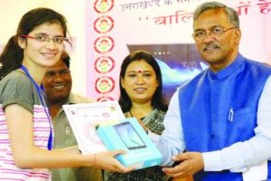 U'khand CM presents tablets to girl students