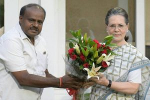 HD Kumaraswamy meets Sonia, Rahul Gandhi in New Delhi