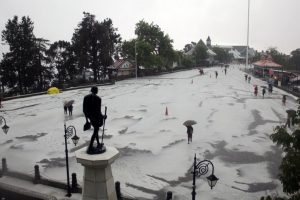 After dust storm hits north India, Met dept issues weather alert for Tuesday; hail in Shimla