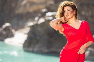 Race 3: 'Chweet' Jacqueline Fernandez turns up the heat in Selfish