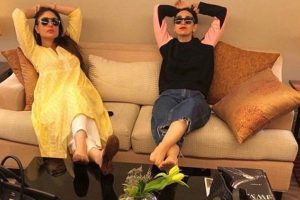 You're my role model, Karisma Kapoor tells Kareena Kapoor