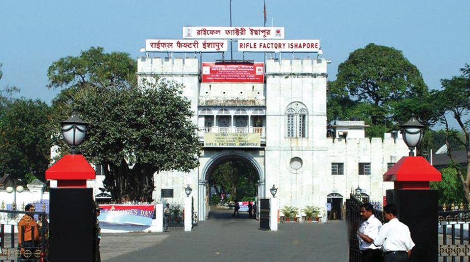 Maoists, Ishapore Rifle Factory, Kolkata Police, supplying arms