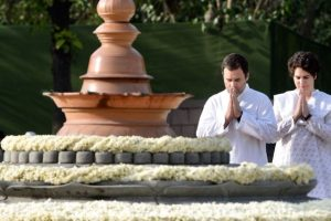 Those of us that love you hold you forever in our hearts: Rahul pays tribute to Rajiv Gandhi