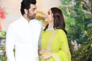 Alia Bhatt shares a picture with Ranbir Kapoor from Sonam-Anand reception