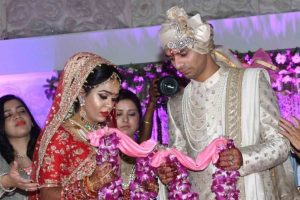 Chaos at Lalu son Tej Pratap's wedding: Unruly crowd steal food, break crockery
