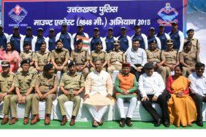 Uttarakhand Police team scale Mount Everest, CM lauds effort