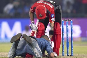 Watch | IPL 2018: Virat Kohli fan breaches security to touch his feet