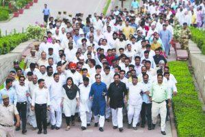 Murder of democracy in Karnataka, says Maken