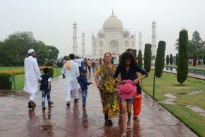Rain hits Delhi-NCR, mercury down