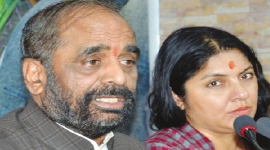 Union minister of state for home affairs Hansraj Gangaram Ahir and BJP leader Locket Chatterjee on a Press conference at the BJP party office in Kolkata on Friday. (Photo: Dilip Dutta)