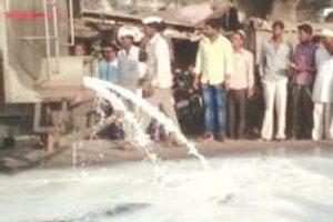 Farmers strike: MP farmers throw veggies, milk on roads