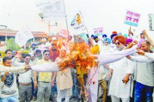 Congress patronising mining mafia: AAP
