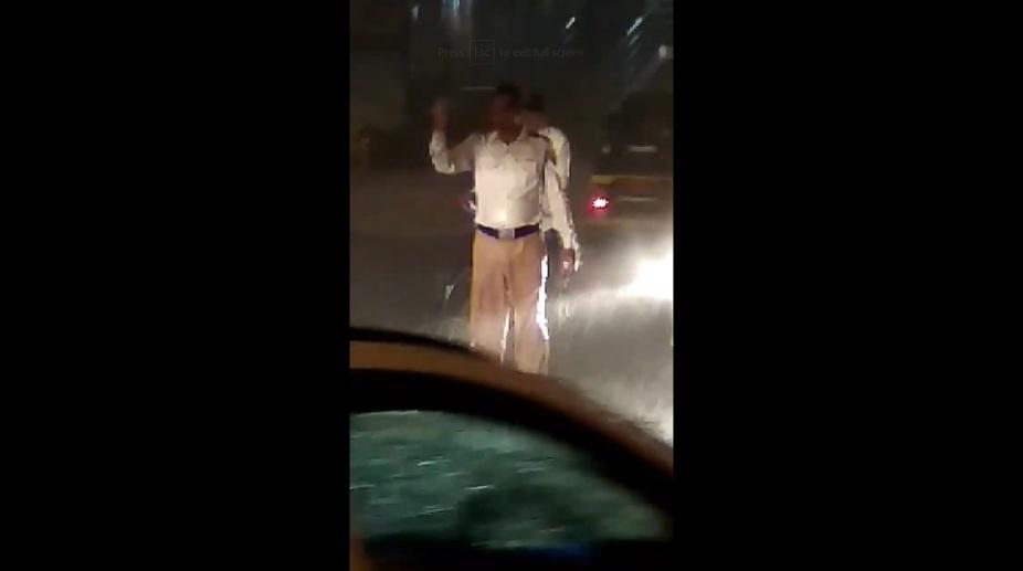 Cop Mumbai Traffic