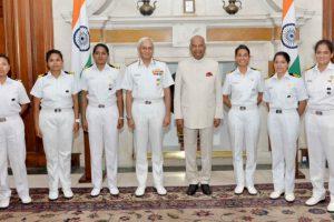 INSV Tarini crew meets President Ram Nath Kovind