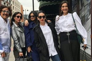 Sonam, Kareena chill with sisters Rhea, Karisma in London