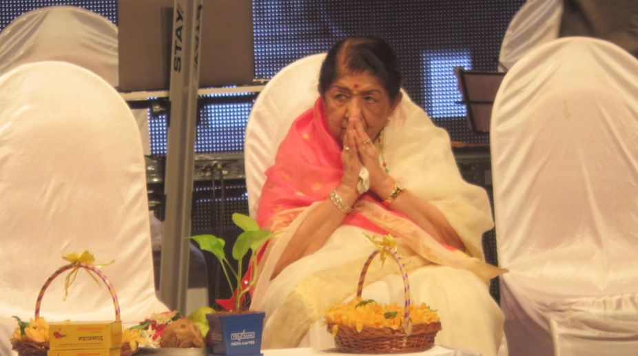 News about my retirement is fake: Lata Mangeshkar
