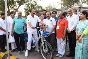 Cycling is the best, cheapest form of exercise: Naidu
