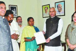 Himachal  felicitates woman truck driver from Punjab