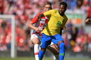 Manchester United mean business, sign Brazilian midfielder Fred