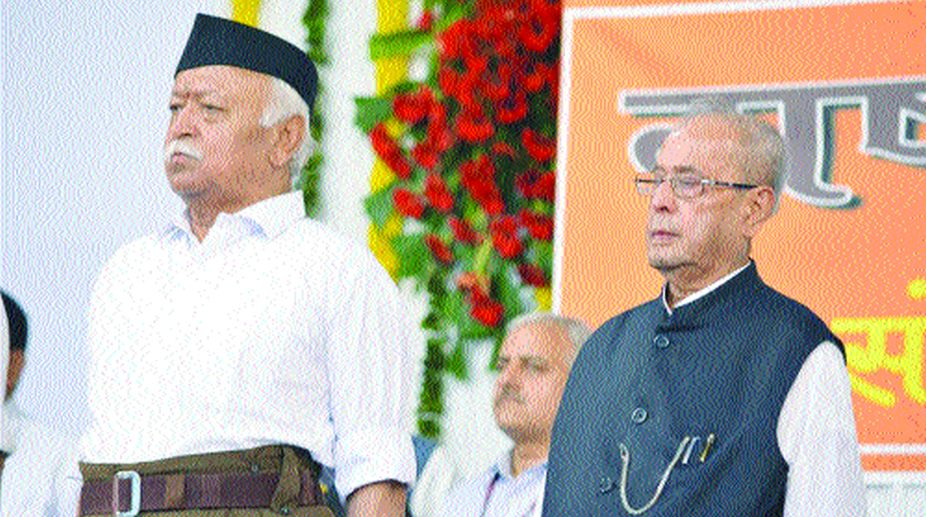 "Former President Pranab Mukherjee and RSS chief Mohan Bhagwat at the concluding function of RSS-organised ""Tritiya Varsh Varg"" in Nagpur"