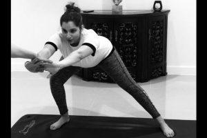 Maneka Gandhi lauds Sania Mirza for practising prenatal yoga