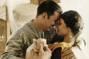 Gold | Sneak peek into Akshay Kumar-Mouni Roy romantic song Naino Ne Baandhi