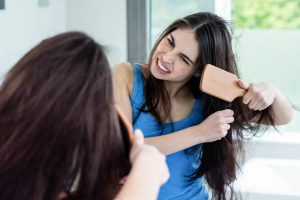 Tips to deal with frizzy hair