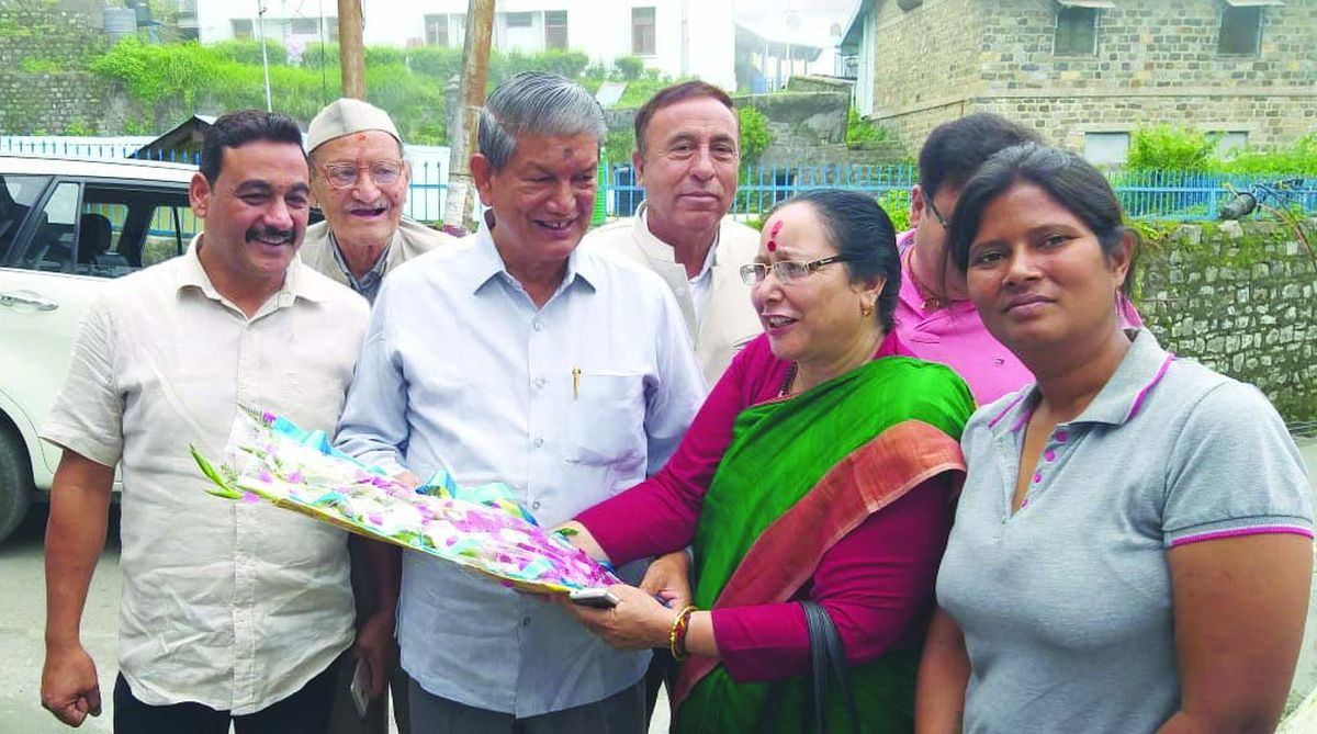 Ex-Uttarakhand Chief Minister Harish Rawat being welcome by party workers in Nainital on Wednesday.