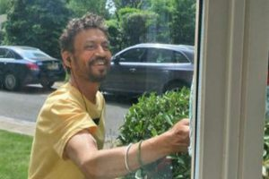 Irrfan Khan is fighting illness with a smile, check his photograph
