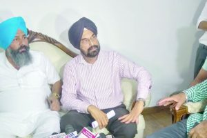 AAP turmoil: Rebel MLAs to go ahead with 'anti-party' convention