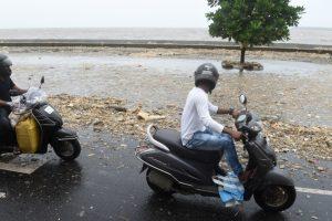 Furious waves 'return' tonnes of garbage to Mumbai