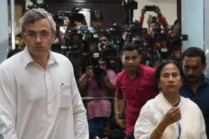 Omar Abdullah bats for 'federal front' with Mamata Banerjee to take on BJP in 2019