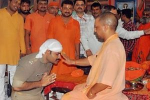 Policeman in uniform kneels down before Yogi to seek blessings, photos go viral