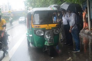 Heavy rain lashes Delhi-NCR, throws traffic out of gear