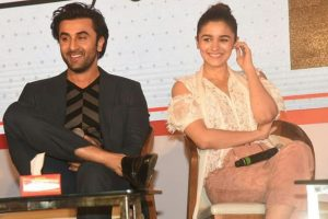 Ranbir Kapoor plays a perfect gentleman to Alia