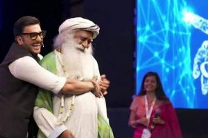 Watch | Ranveer Singh happy-to-go dance with Sadhguru, Tweeple go crazy